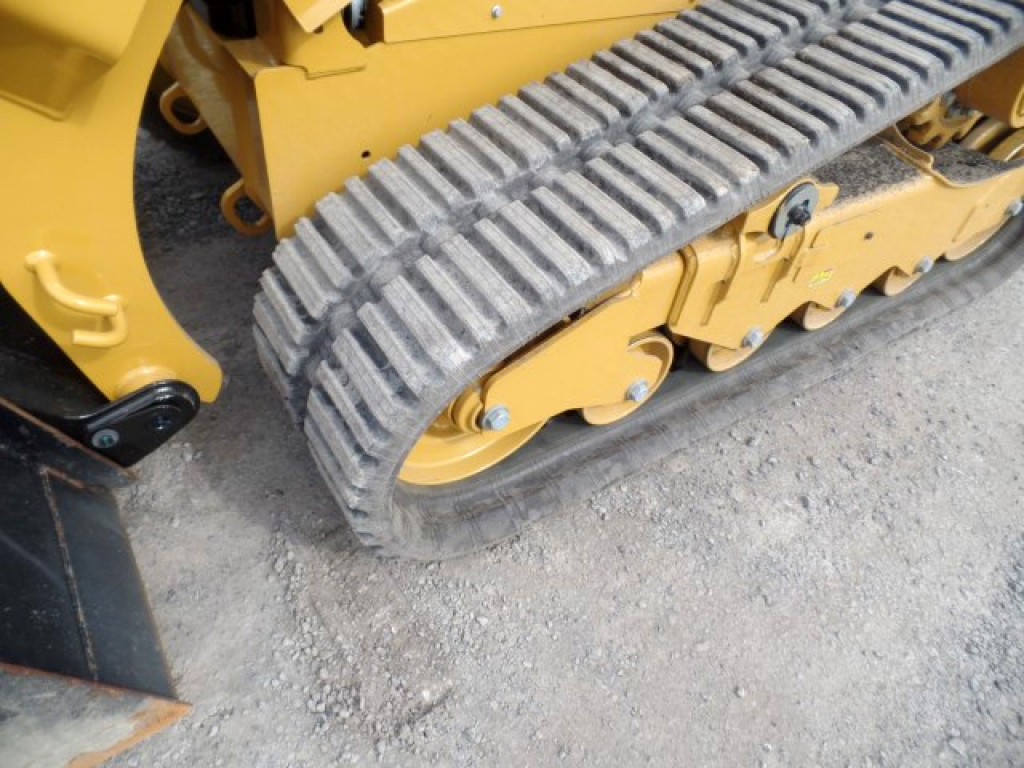 skid-steer-track-construction-equipment-cat-259d-11